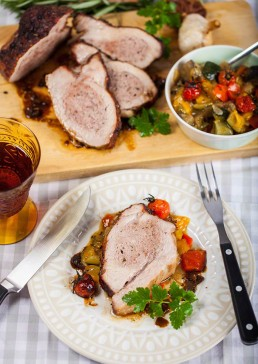 Photography of stuffed veal roast and Mediterranean vegetables.